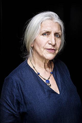Porträt der Kammerschauspielerin Almuth Schmidt.
