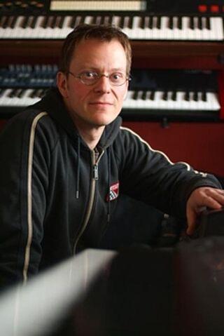 Porträt des Pianisten Axel Riemann.