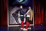 2 Männer mit Säbeln in Kostümen