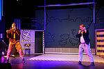 Marko Gebbert als Max und Zacharias Preen als Moritz singen.