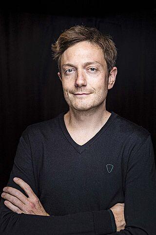 Porträt des Schauspielers Felix Zimmer.